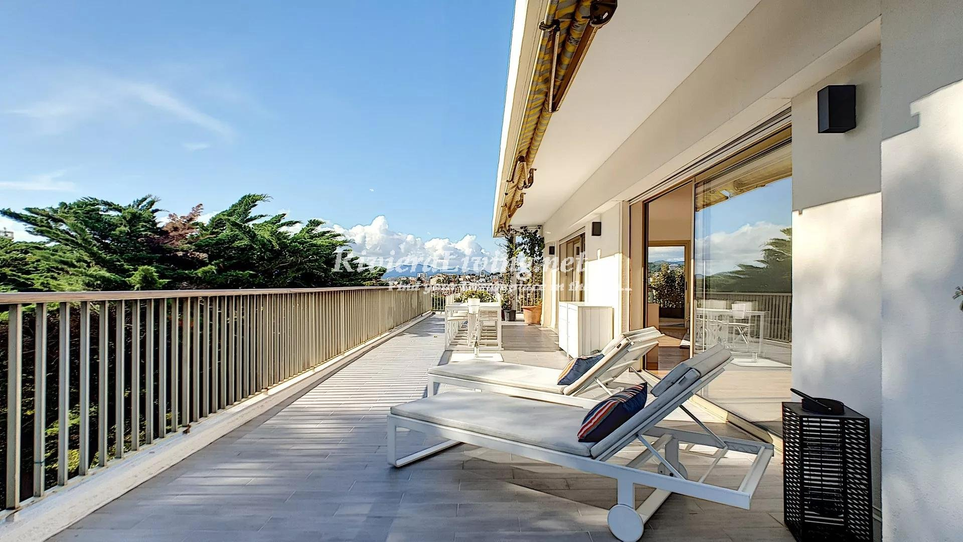 CANNES MONTROSE --- Luxury Penthouse