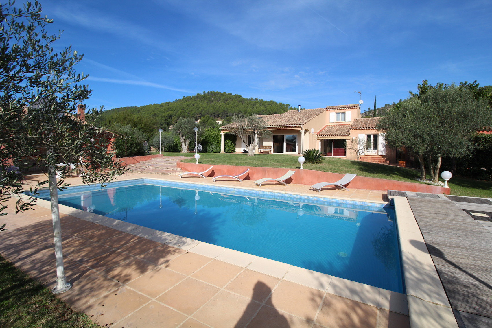 Sale House - Le Val