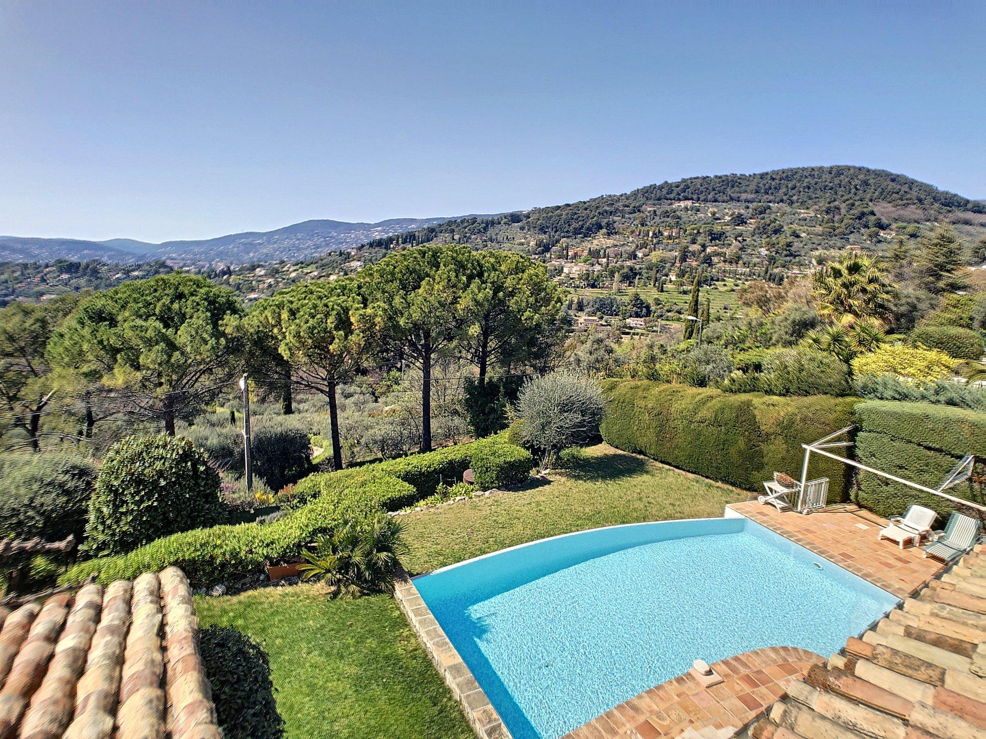 Grasse , Quiet Villa in a dominant position