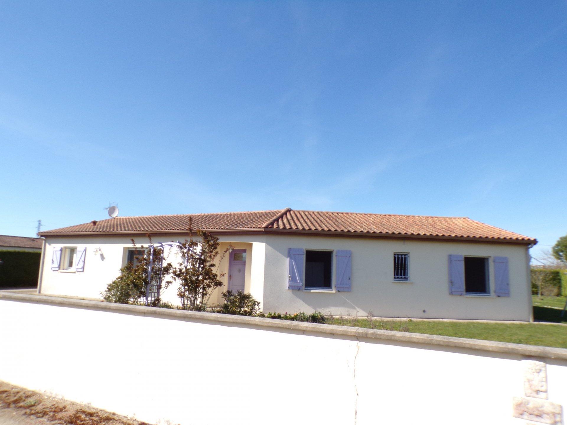 Pavillon plain pied proche de Civray
