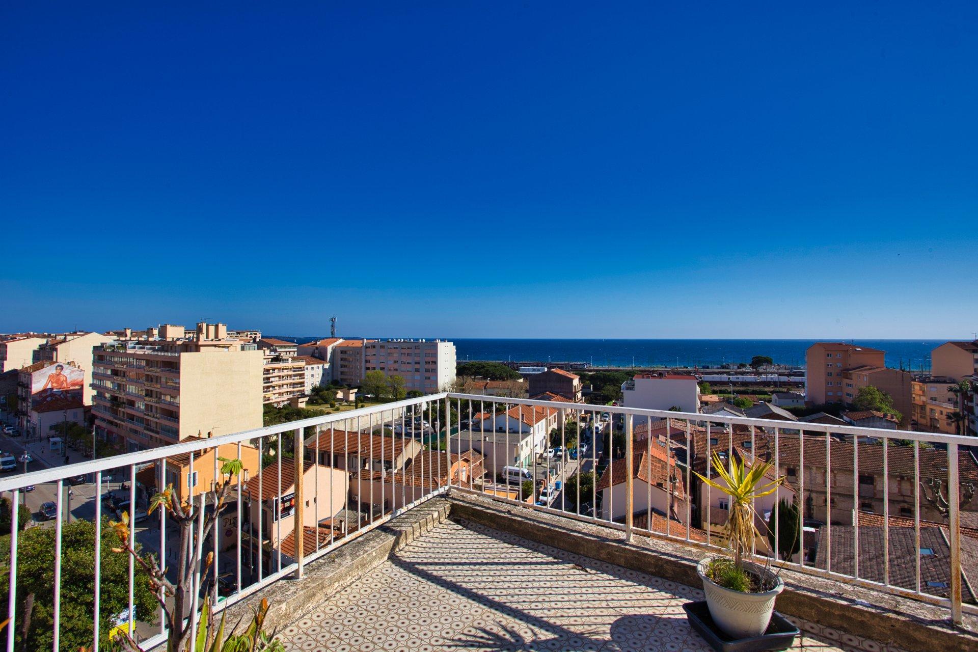 Cannes Francis Tonner Top floor, sea view, large terrace