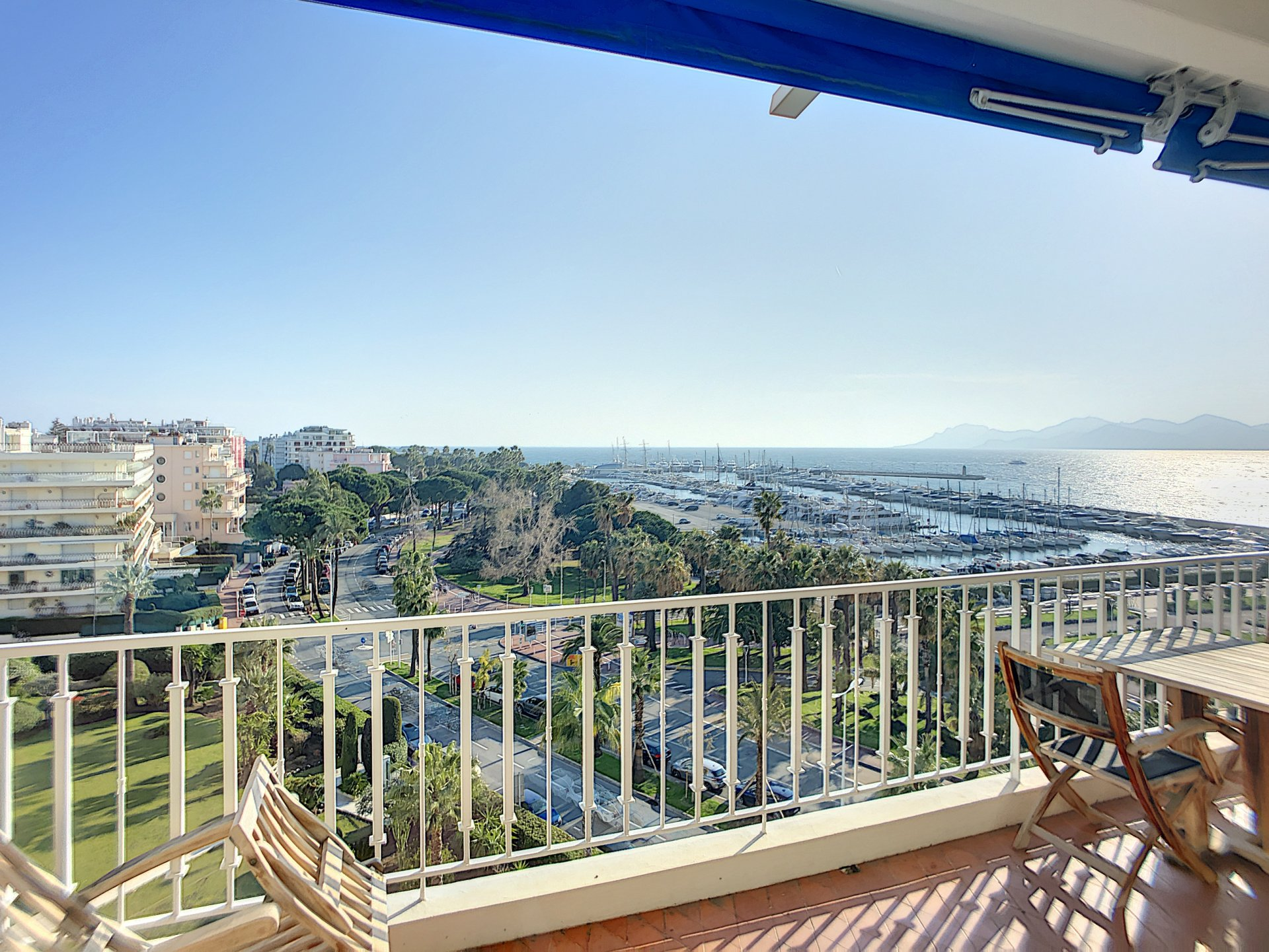 3 luxury rooms on the contemporary Croisette with a panoramic sea view