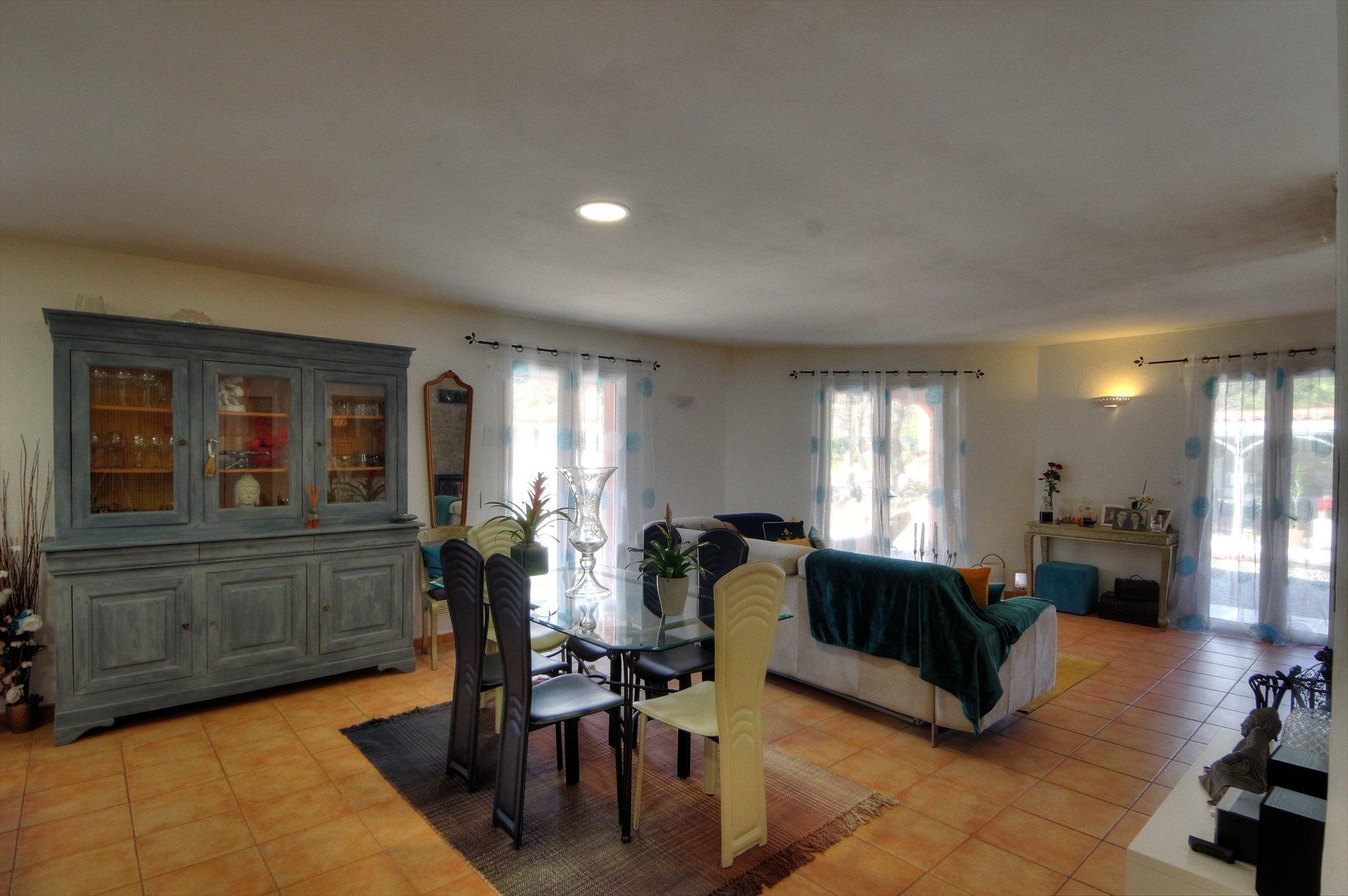 Draguignan, maison avec chambres d'hôtes et piscine