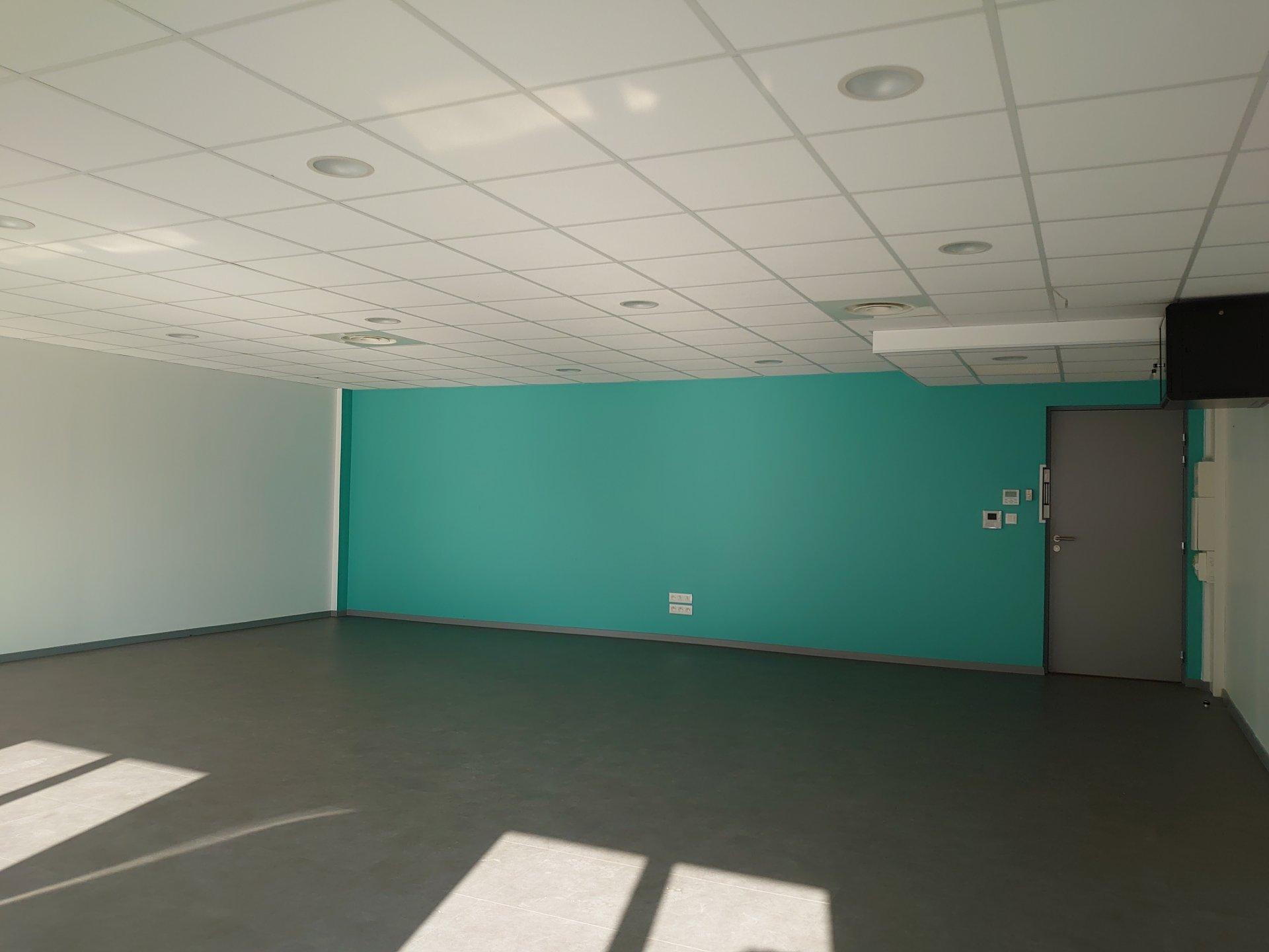 Un bureau de 72,50m² dans un centre d'affaires à La chapelle en serval