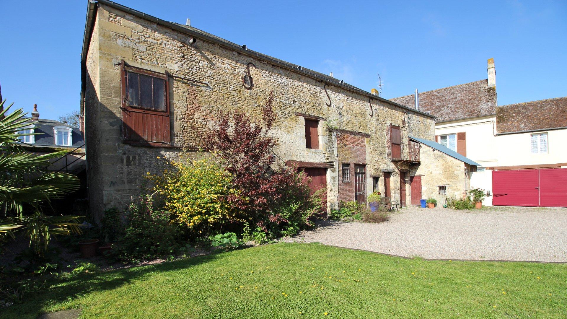 PAYS D'AUGE ORNE TRUN un ancien relai de poste avec un jardin de 1250 m2