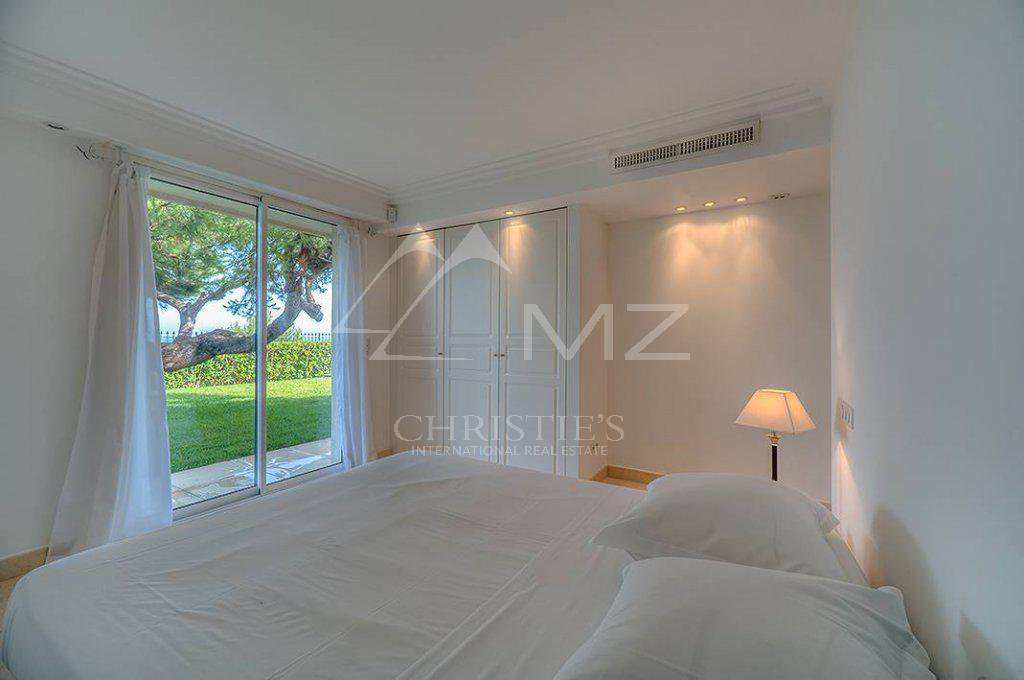 Additional photo for property listing at Seasonal rental - Villa Cap d'Antibes  Cap D'Antibes, Provincia - Alpes - Costa Azul,06160 Francia