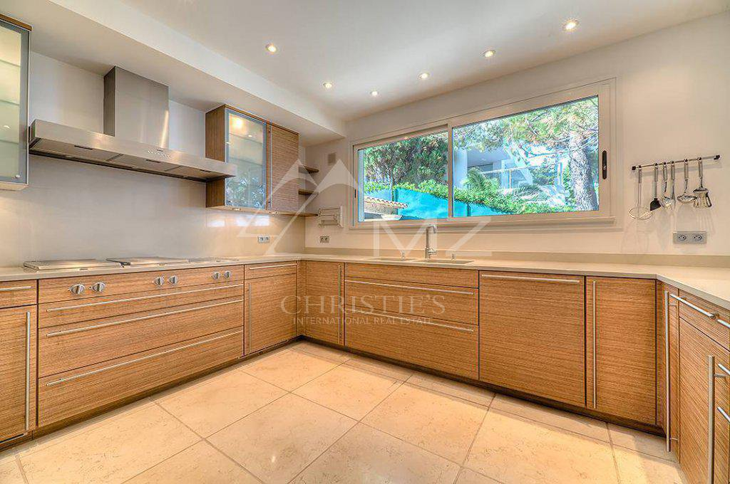 Additional photo for property listing at Seasonal rental - Villa Cap d'Antibes  Cap D'Antibes, Προβηγκια-Αλπεισ-Κυανη Ακτη,06160 Γαλλια