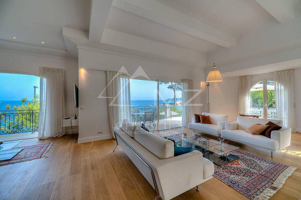 Additional photo for property listing at Seasonal rental - Villa Cap d'Antibes  Cap D'Antibes, Provence-Alpes-Cote D'Azur,06160 Pháp