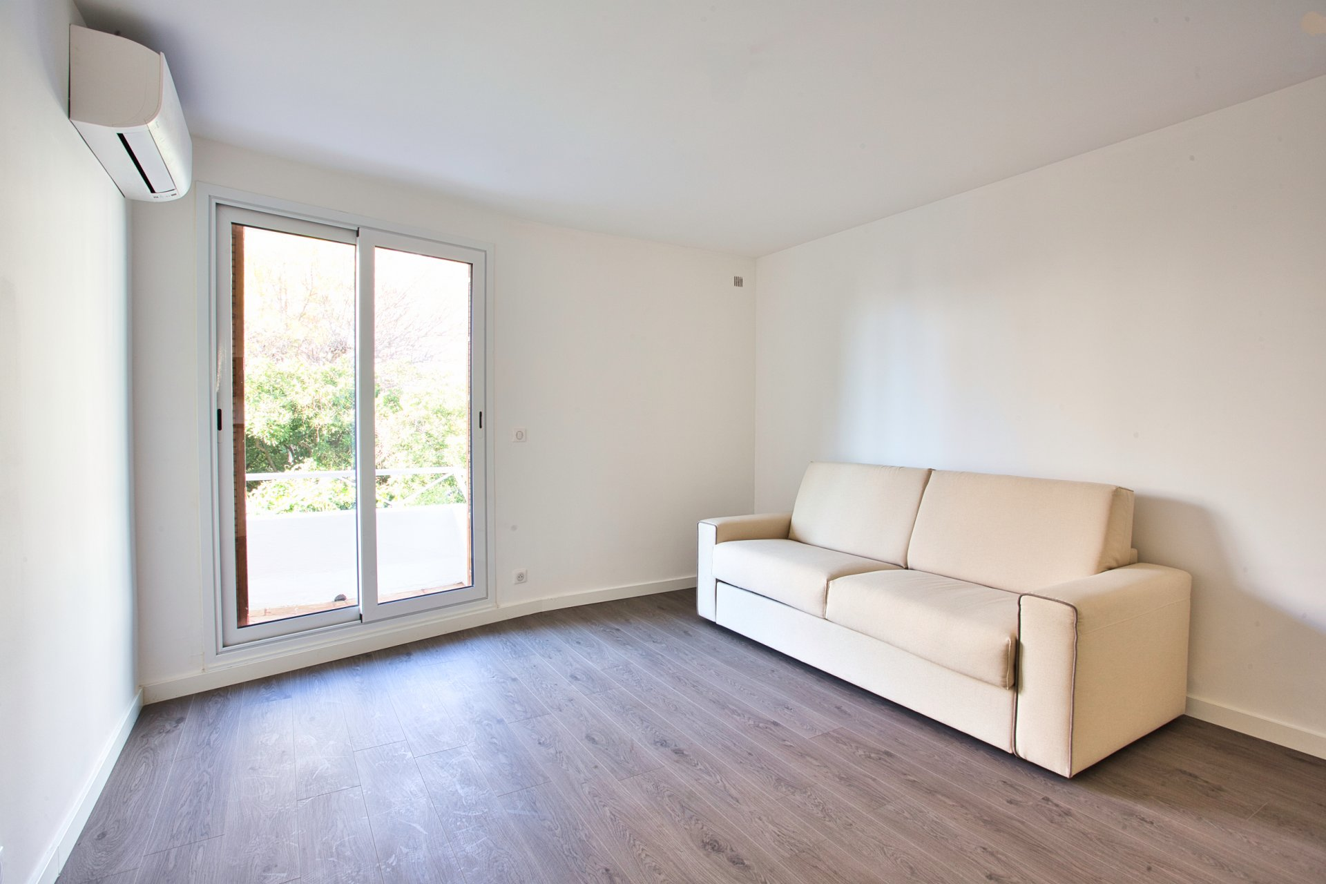 In Cannes, 2P, new, close to the beach, quiet, terrace