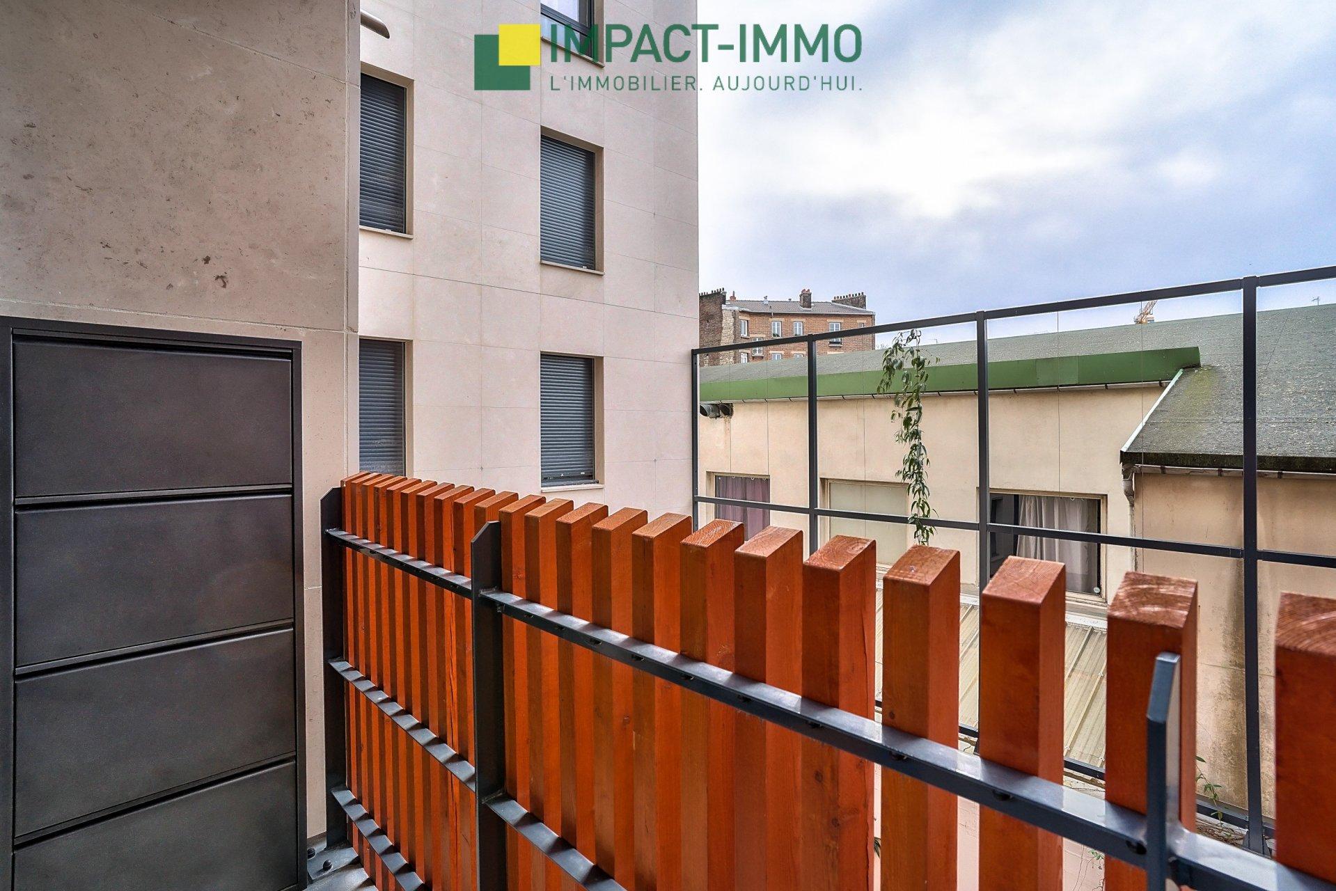 Immeuble récent de standing avec parking et balcon !
