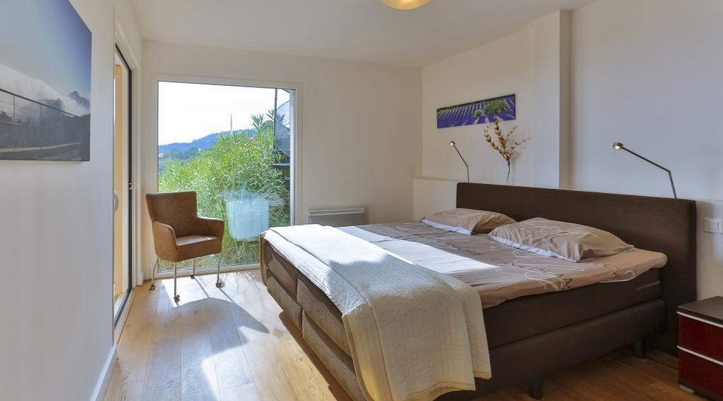 Villa moderne avec superbe vue sur la baie de Cannes