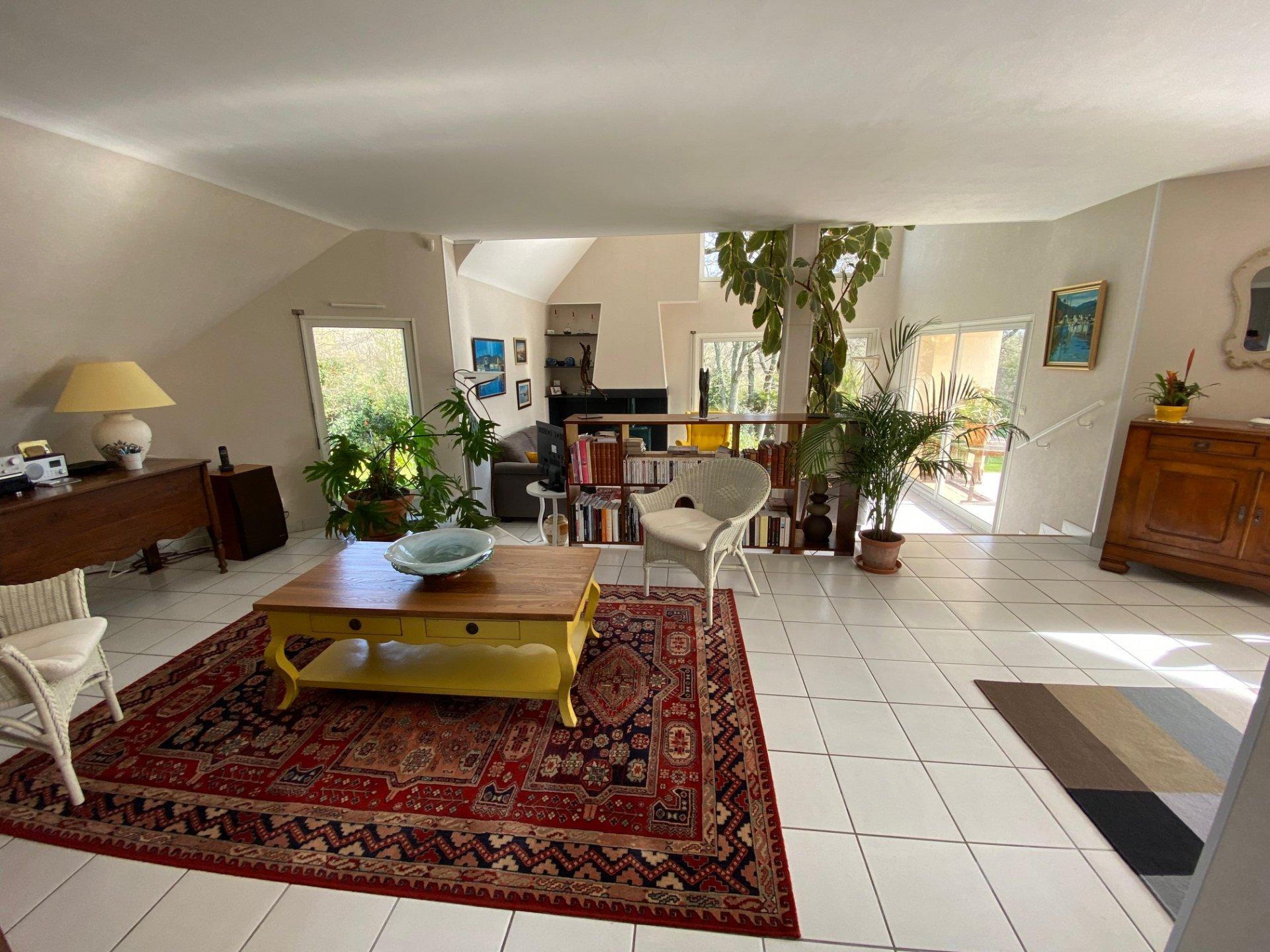 PROPRIETE LUMINEUSE MER et CAMPAGNE 3250 m2 de jardin 4 chambres 1 bureau