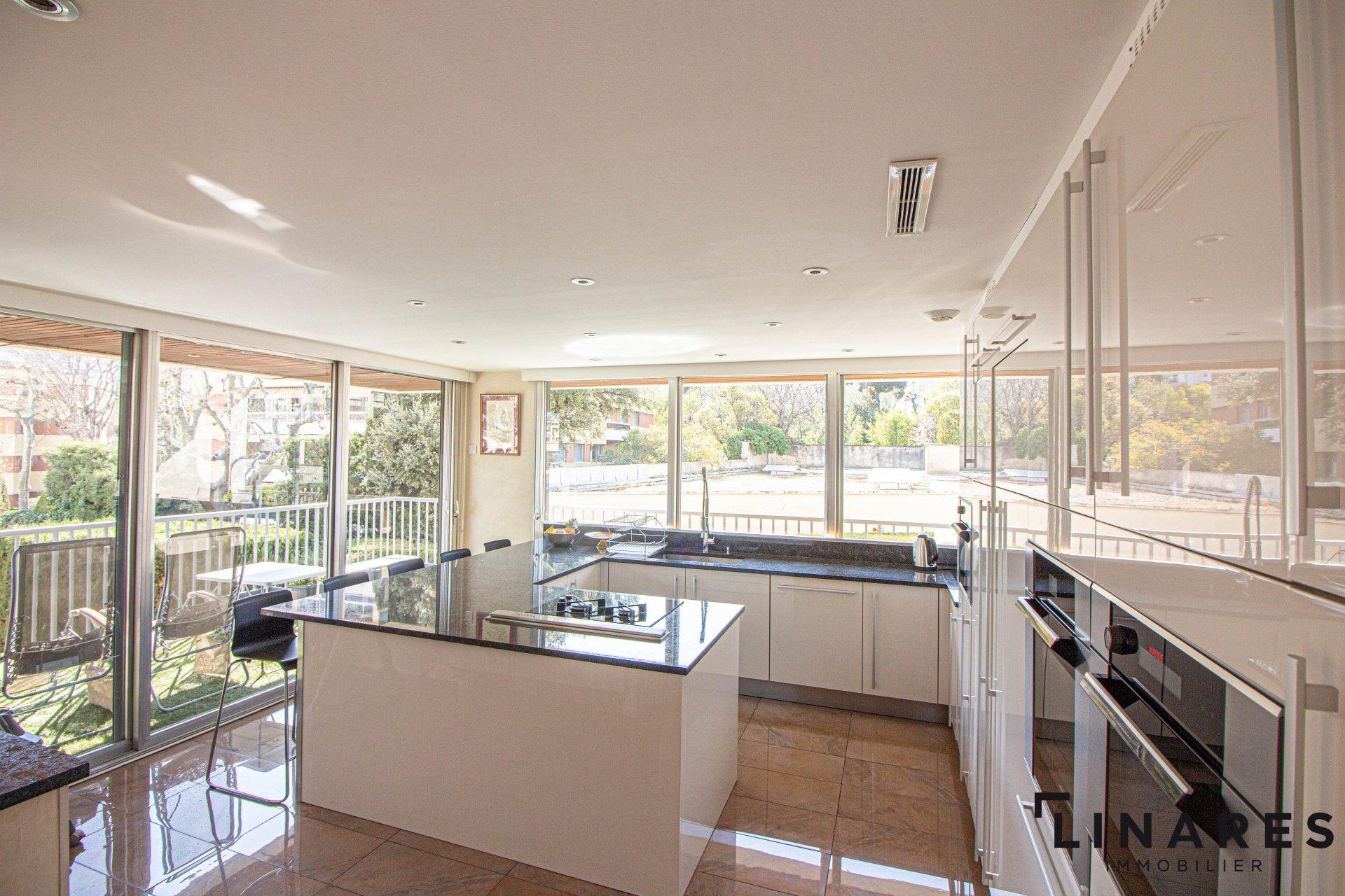 THE SPACE - Appartement de type 6 de 161 m2 Marseille 13008