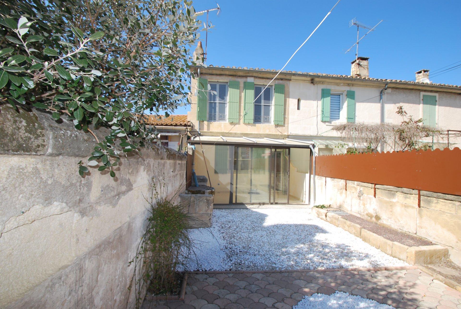 Location maison de village à Fontvieille
