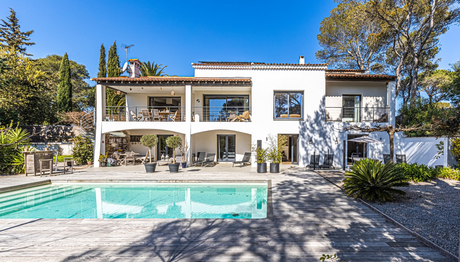 Large renovated villa, quiet location, swimming pool, garage, in Valescure, St Raphaël