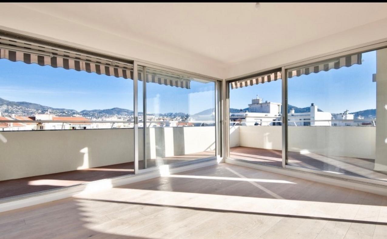 Renoverad 3:a på översta våningen med stor terrass - Nice nära Musiciens