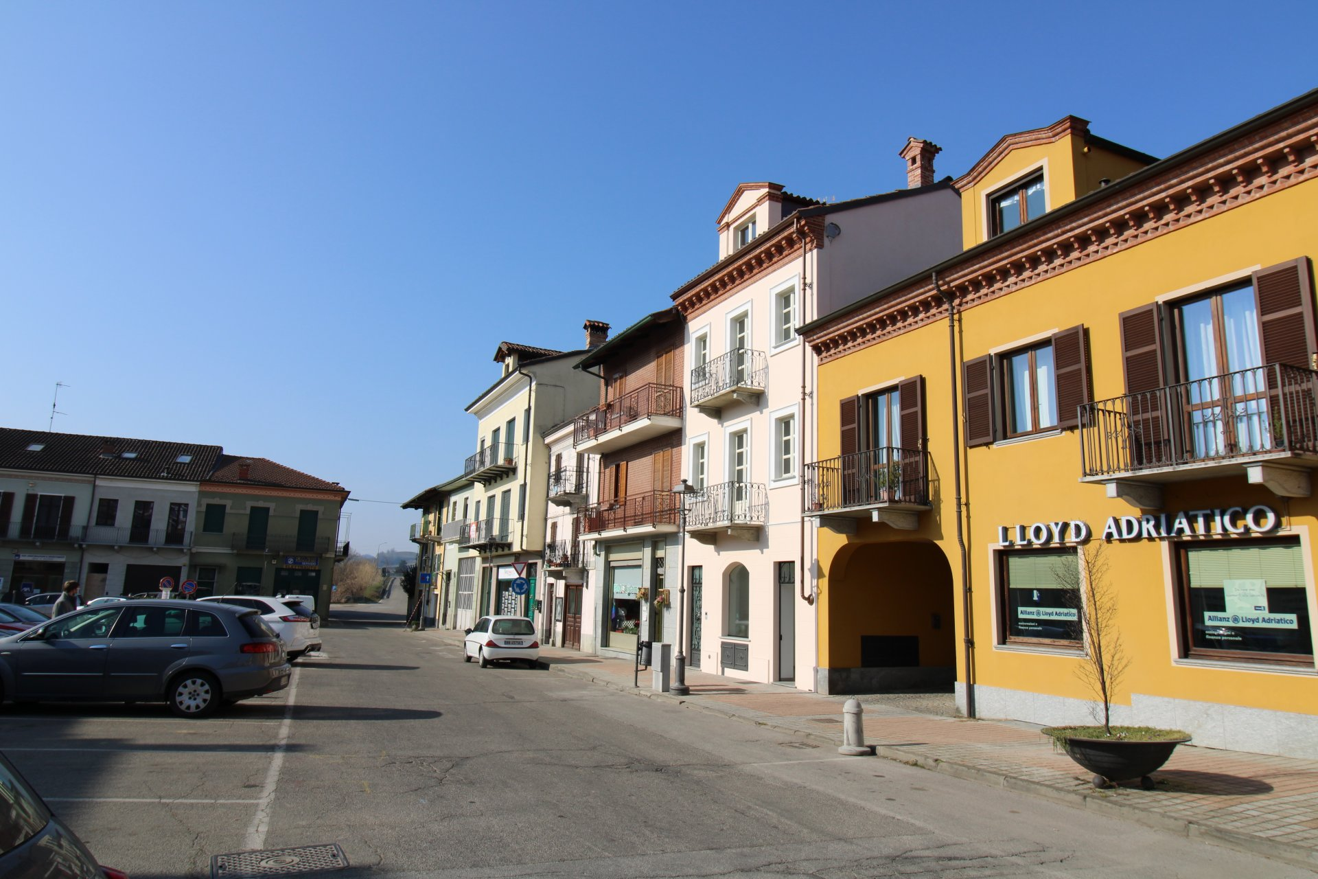 Locale commerciale a Canale