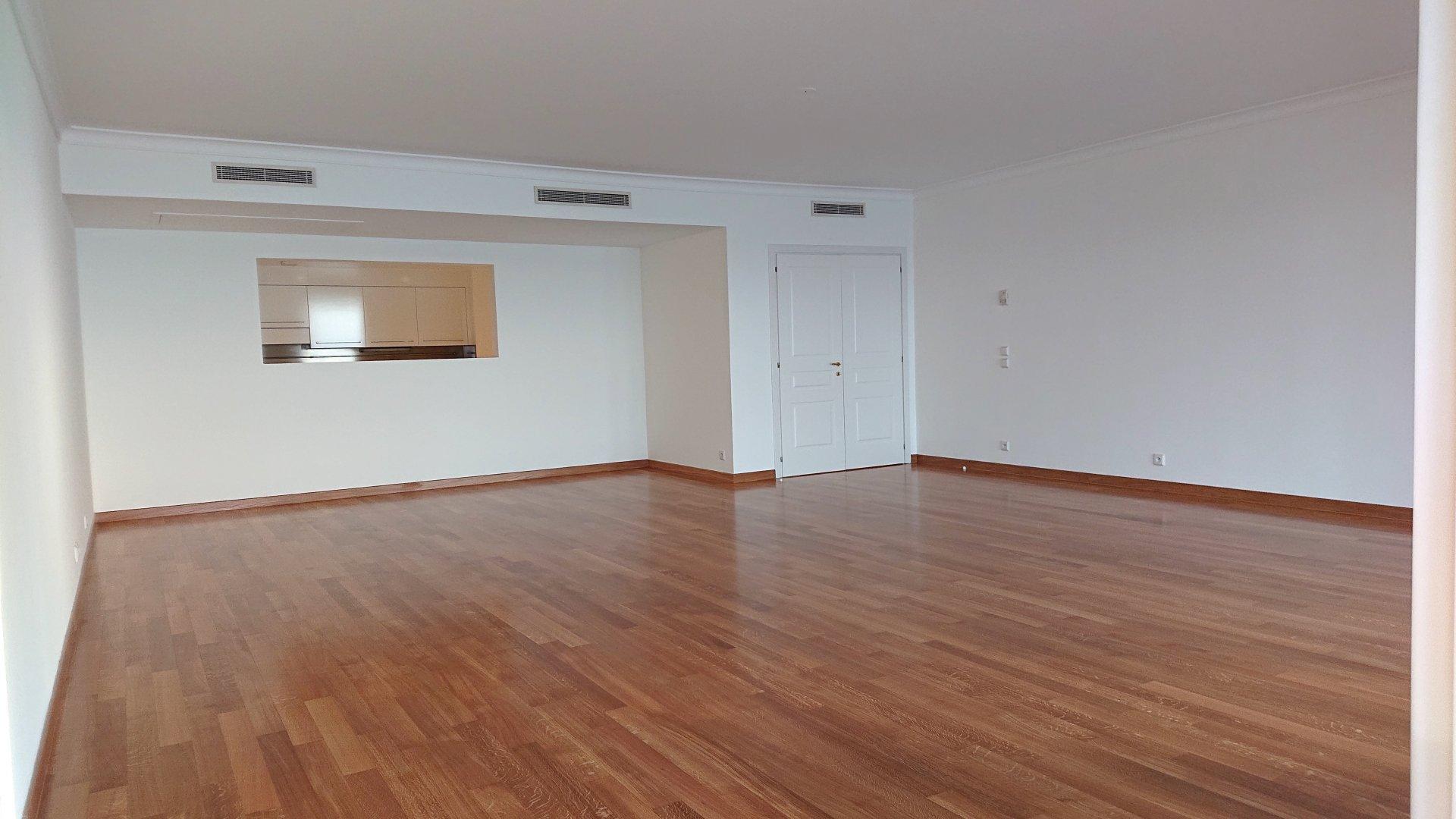 Memmo Center - Spacious Three Bedroom