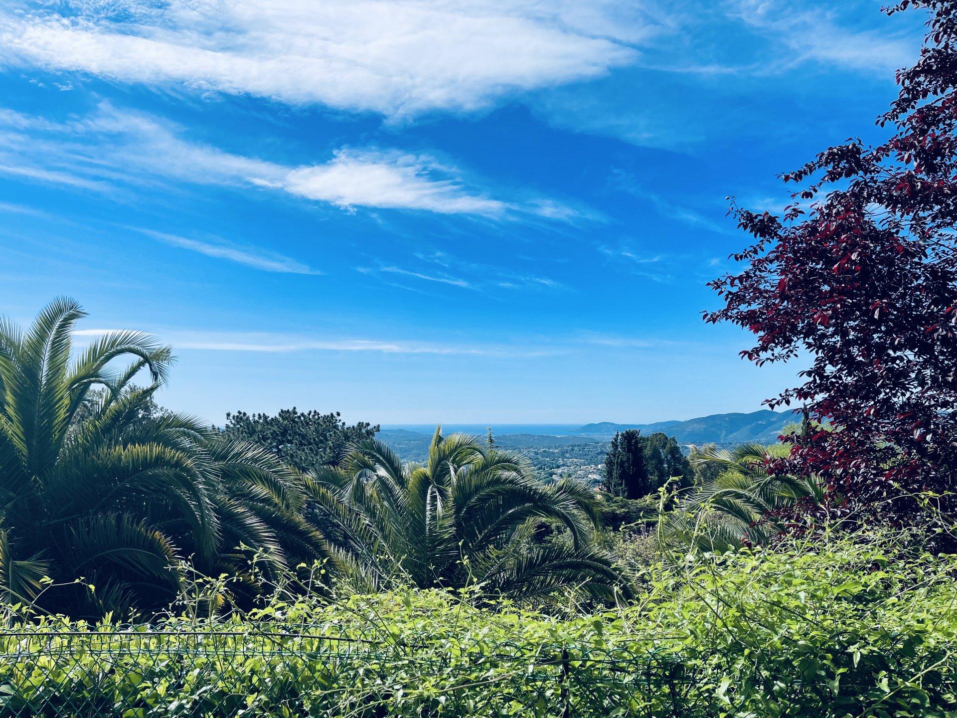 GRASSE EST -  Rez de jardin dans résidence standing