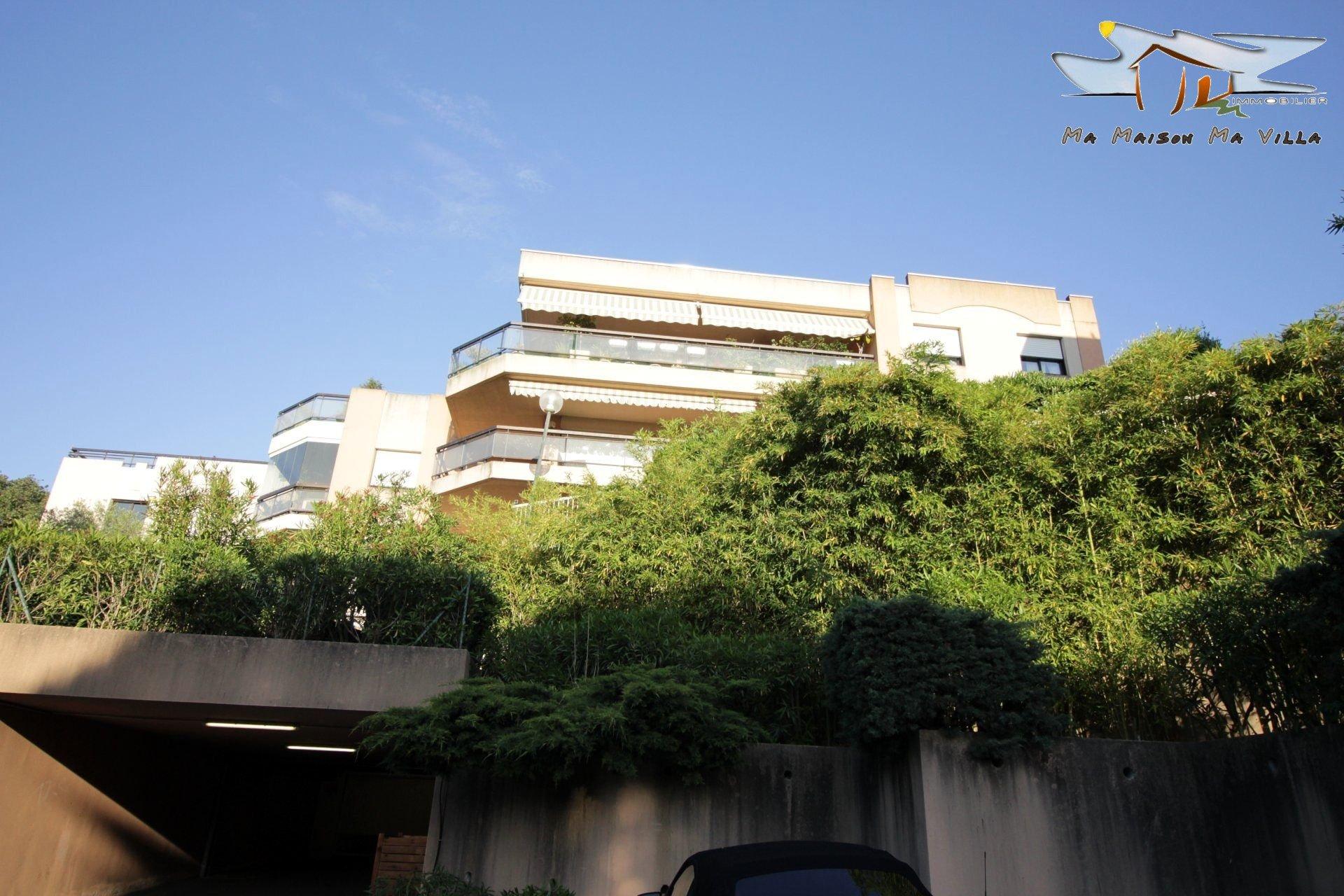 Beau T3 résidence sécurisée avec piscine et jardins arborés