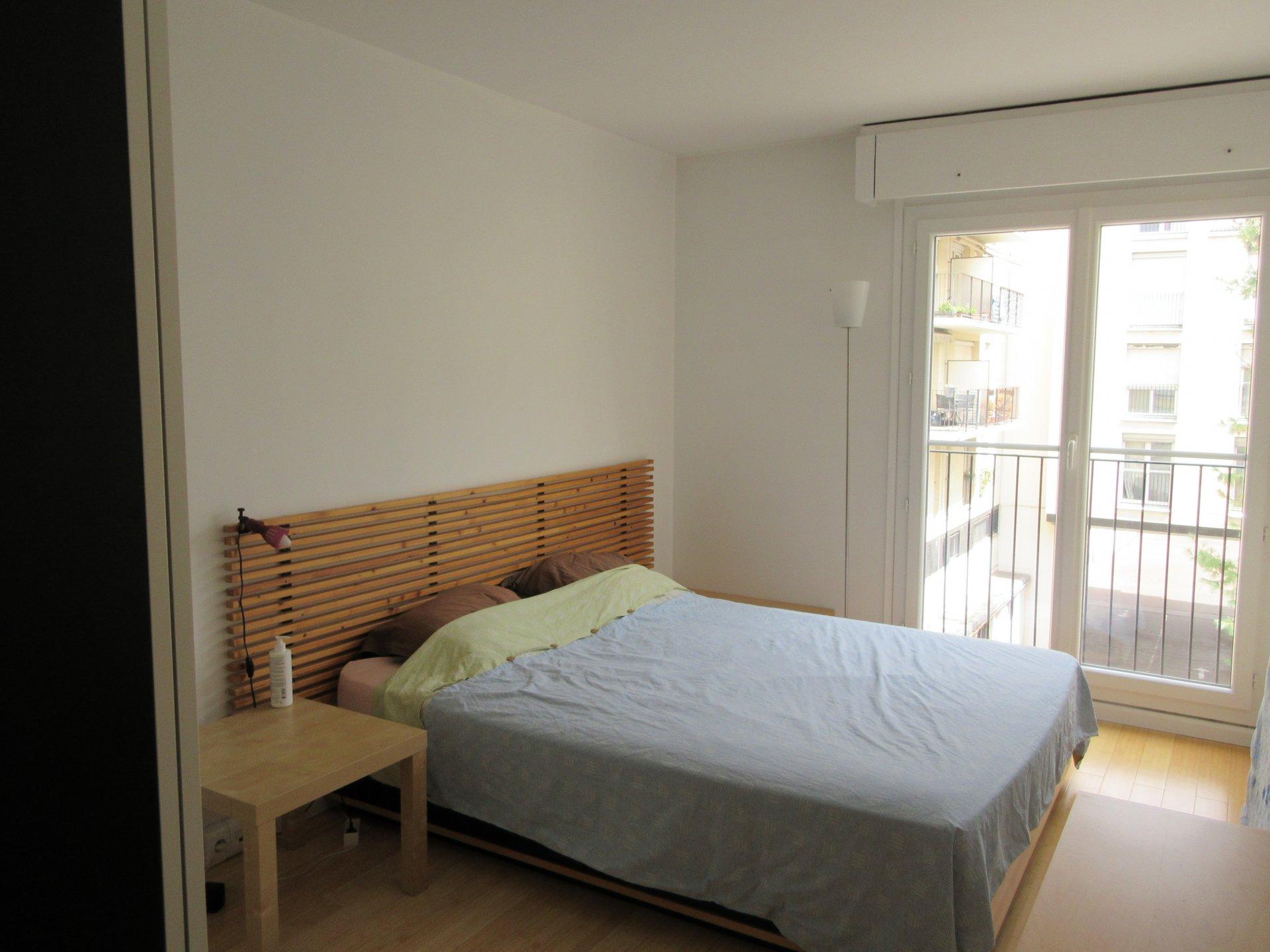 Chatou bas (Avenue d'Aligre), 4 pièces meublé en dernier étage avec balcon.