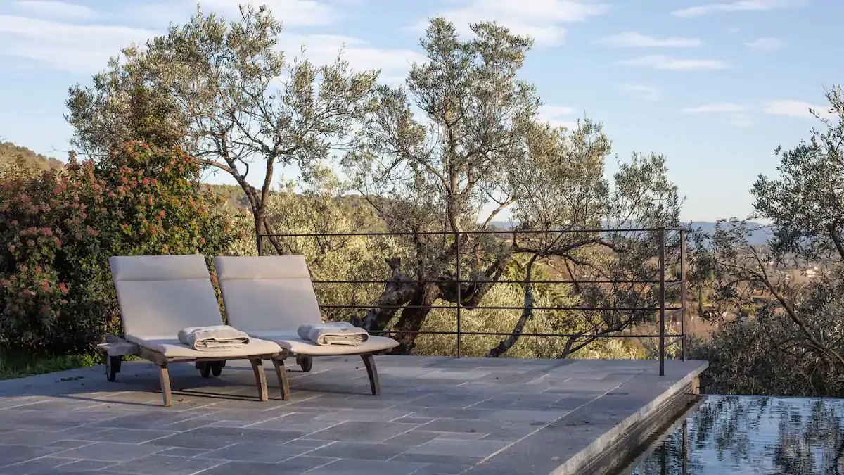 Your own Provencal Bastide on a 6 acre wide land, peace and space with panoramic views