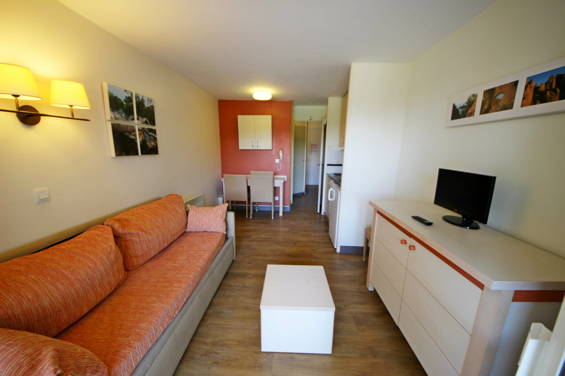Apartment Position north west, General condition Excellent, Kitchen Kitchenette