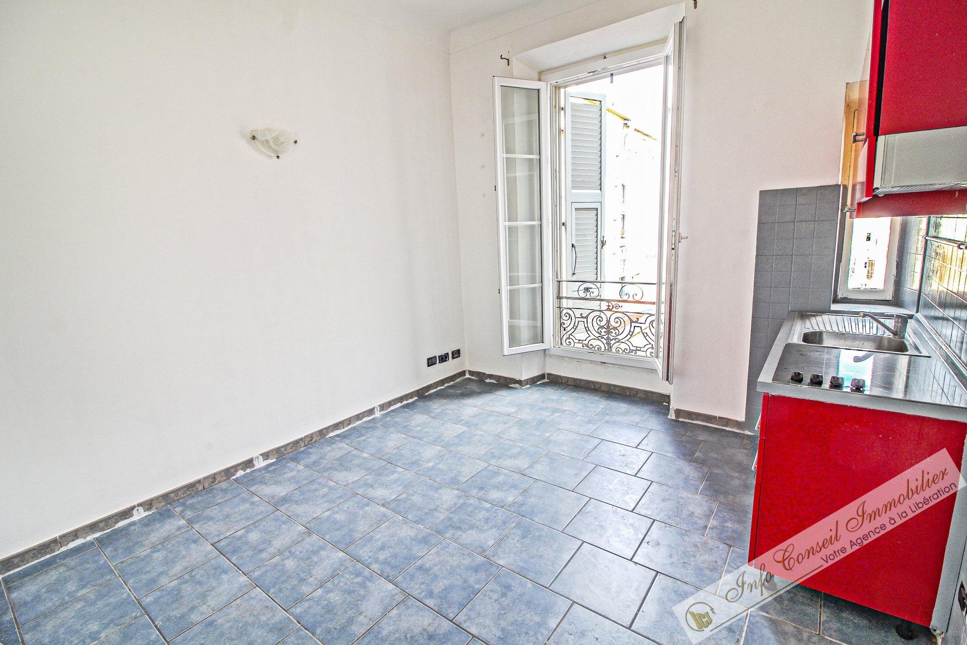 CENTRE VILLE - Jean Médecin - 2P Bon état - Calme - Idéal locatif - 90.000 €