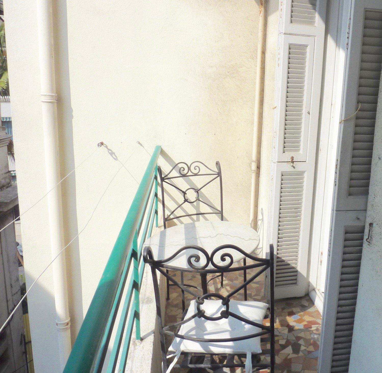 CARRE D'OR - STUDIO 33m² avec balcons
