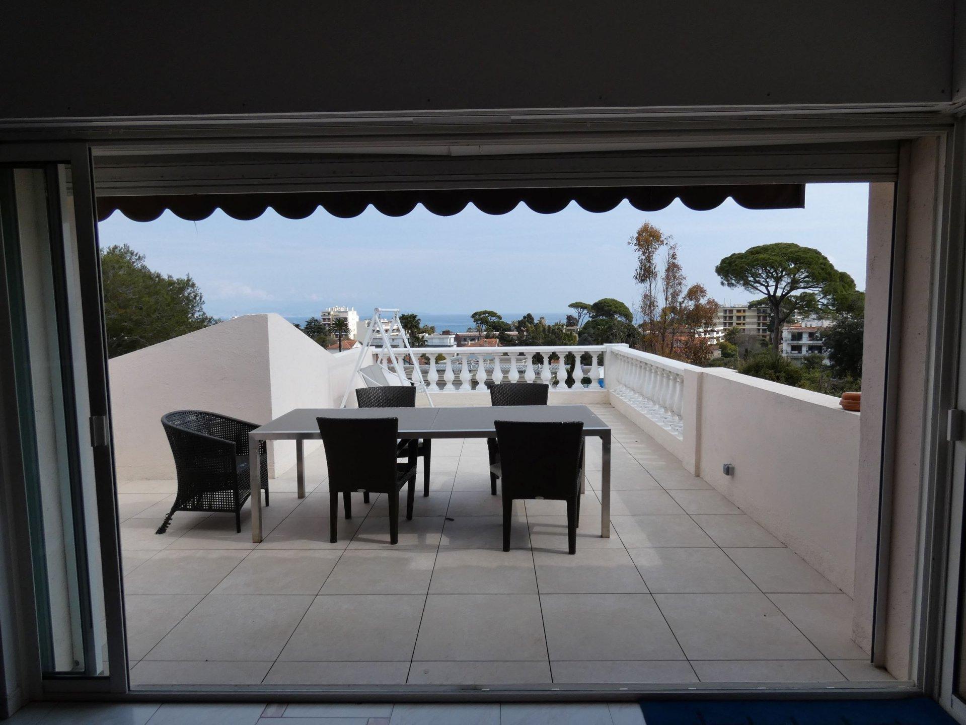 ANTIBES, Vue mer, villa 6p avec piscine, au calme