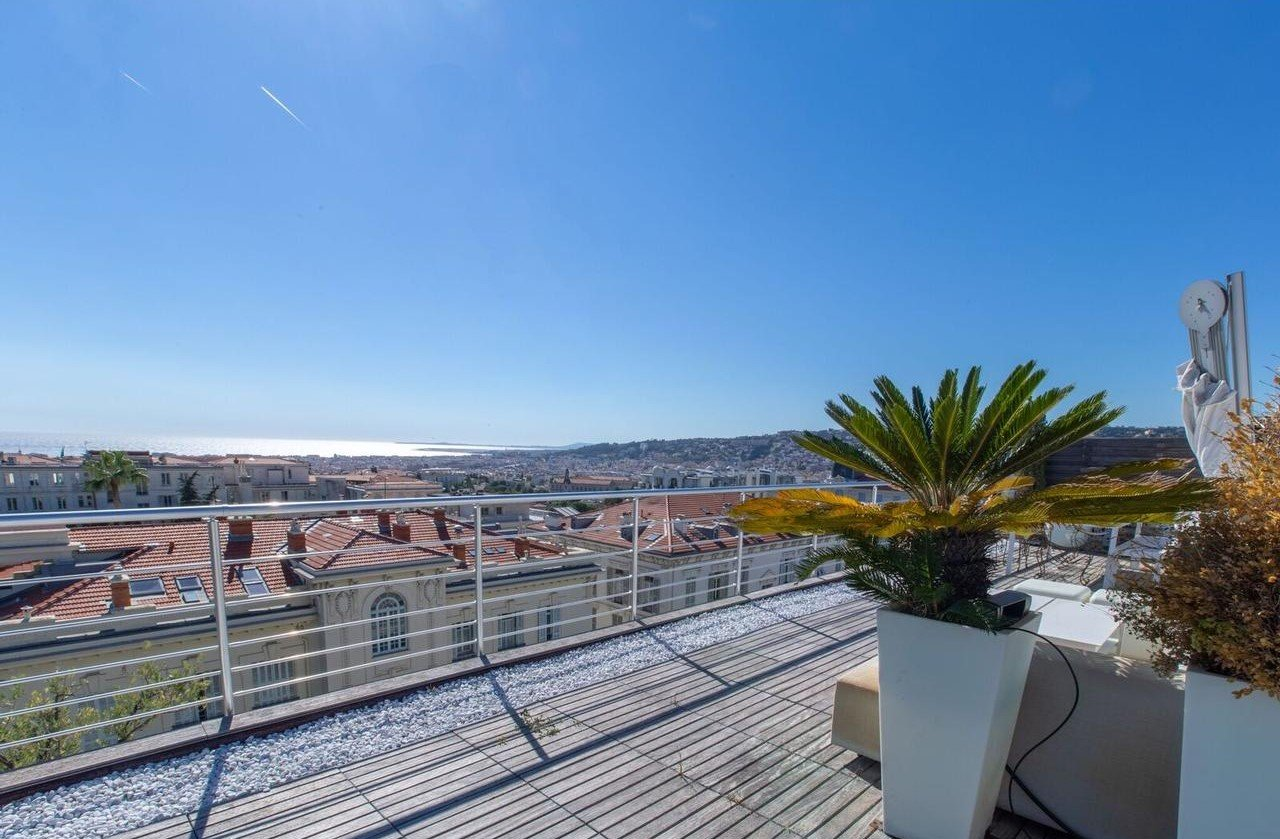 Prestigious duplex 5-room appartement with a rooftop terrass with seaview - Nice Cimiez
