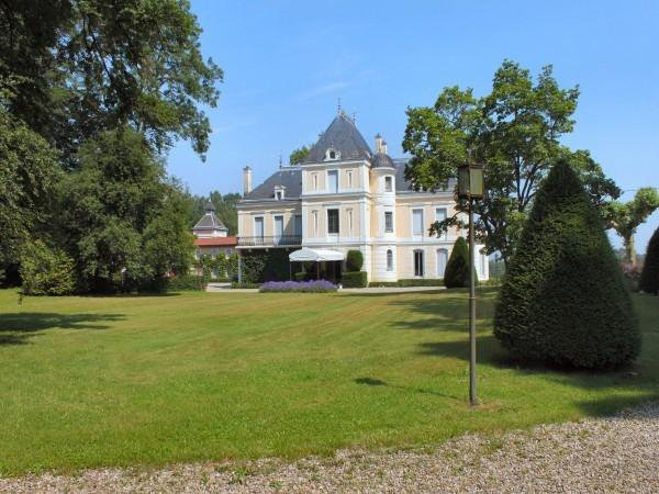 Beautiful chateau set in 30 hectares lands