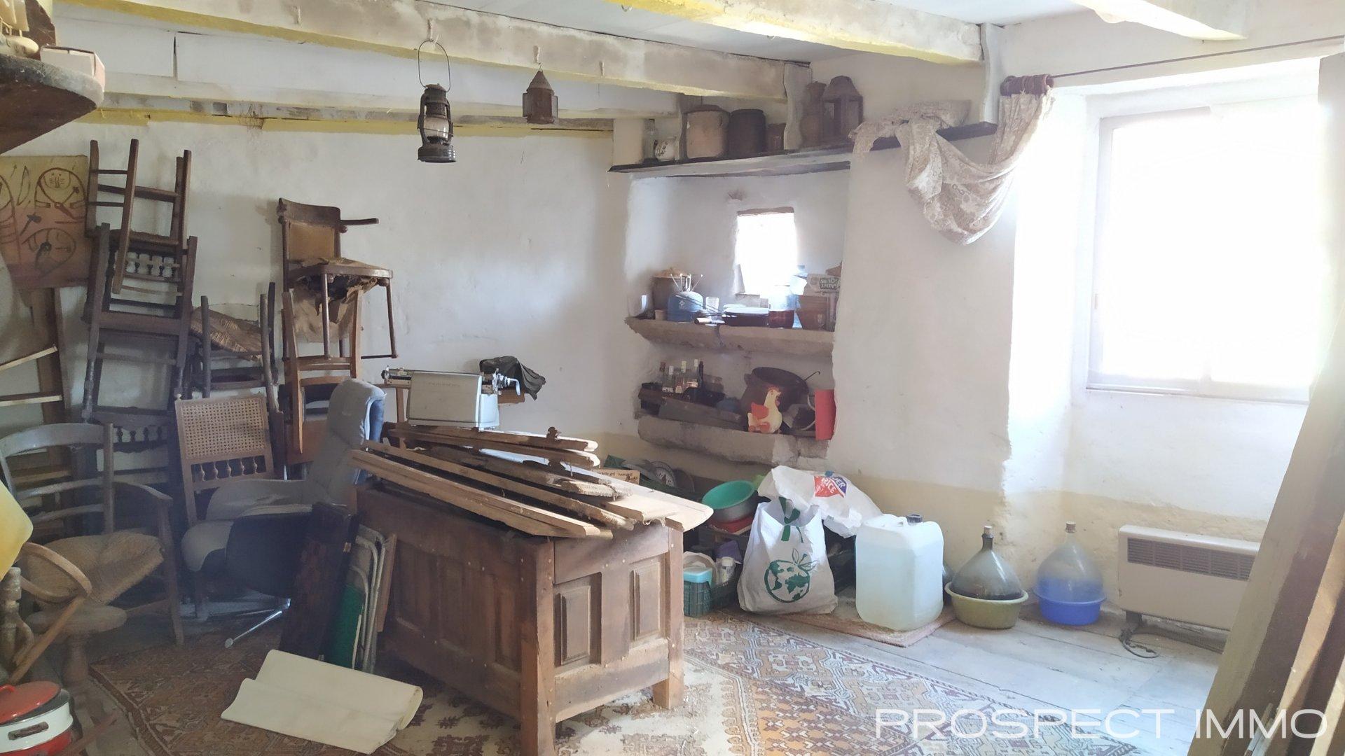 Maison de village en pierre à aménager