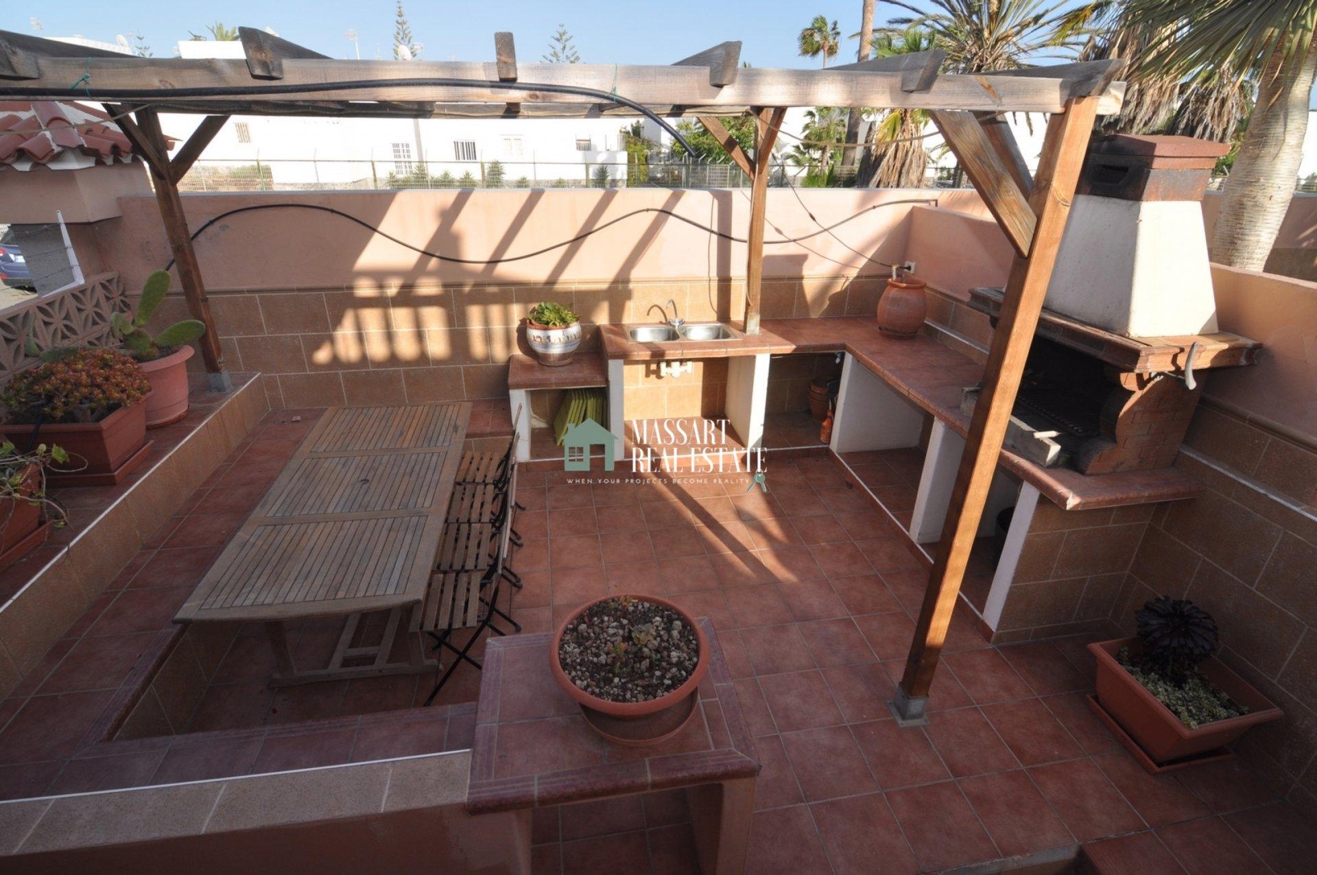 Villa located on a 560 m2 plot in Costa del Silencio, in the El Trébol residential complex ... great potential for tourist exploita