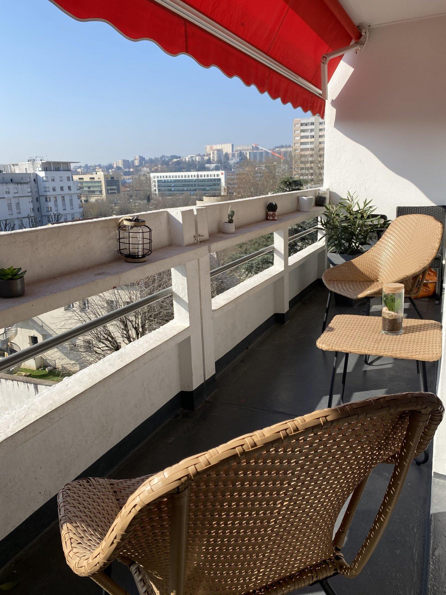 Appartement T3 au dernier étage situé à Lyon 7eme