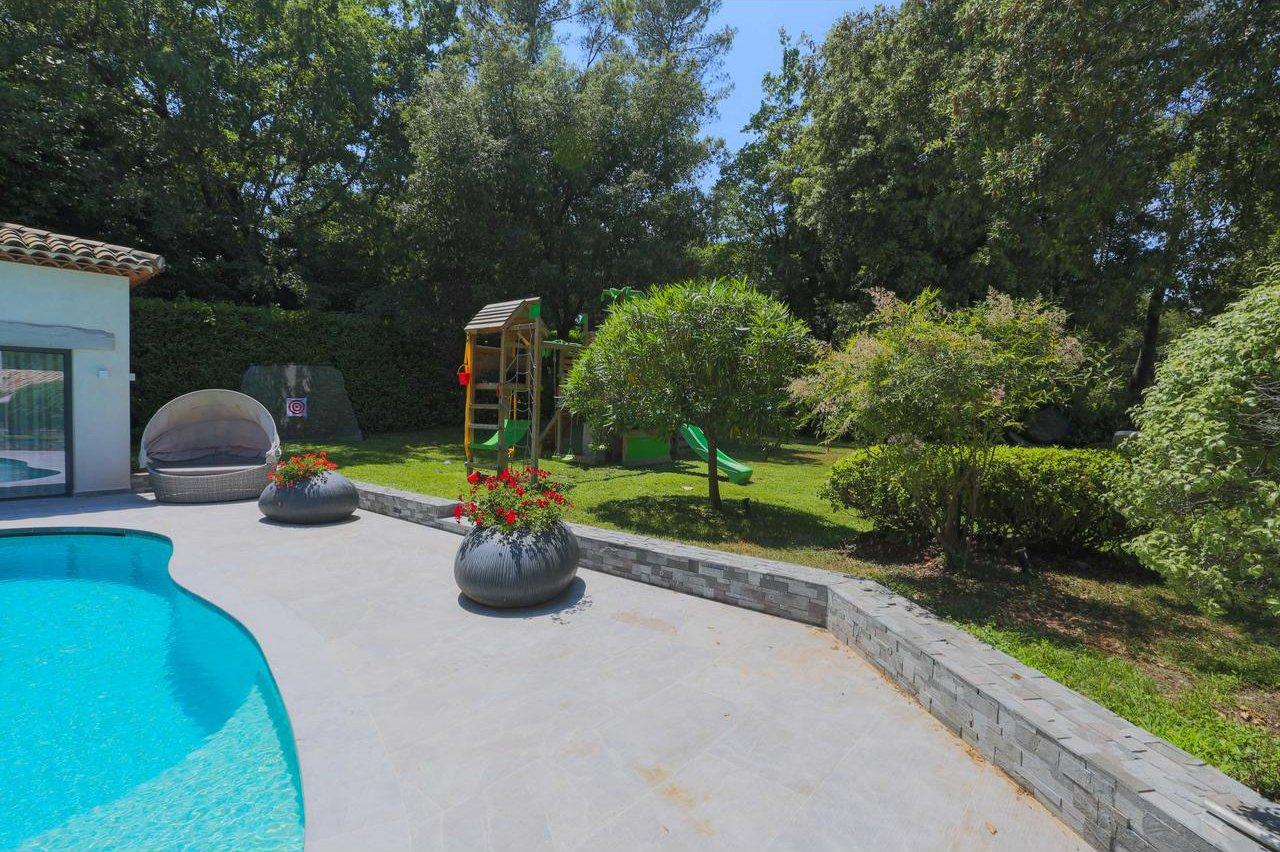 Villa med 7 sovrum, pool och en rymlig tomt - Valbonne