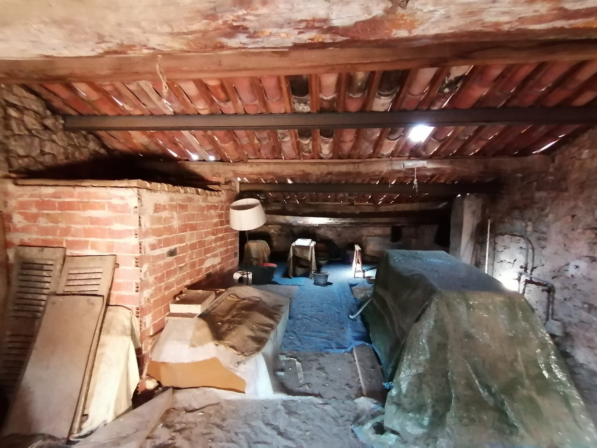 3 Bedroomed Village house - 128m² - garden and cave