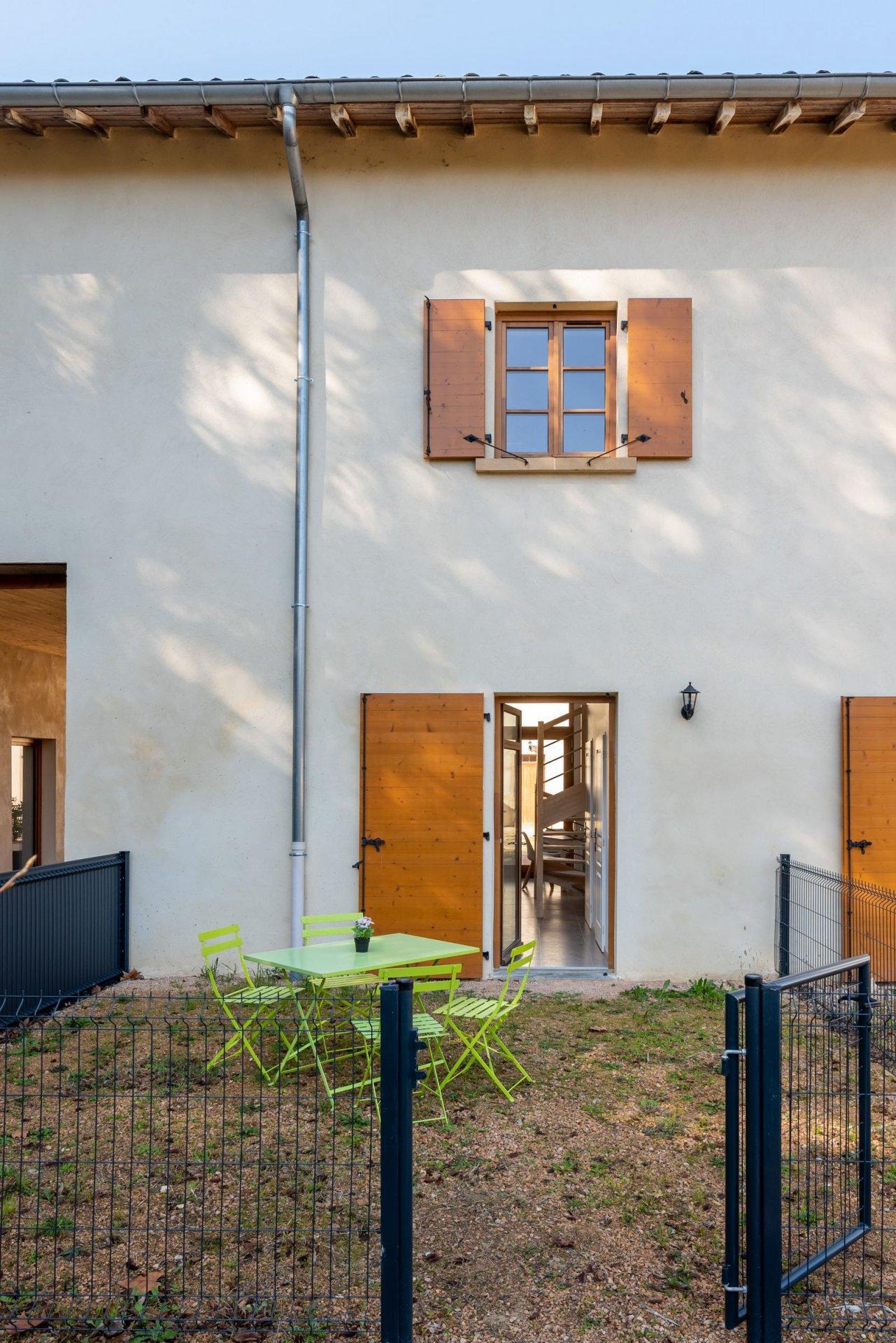 Maison de village avec deux extérieurs