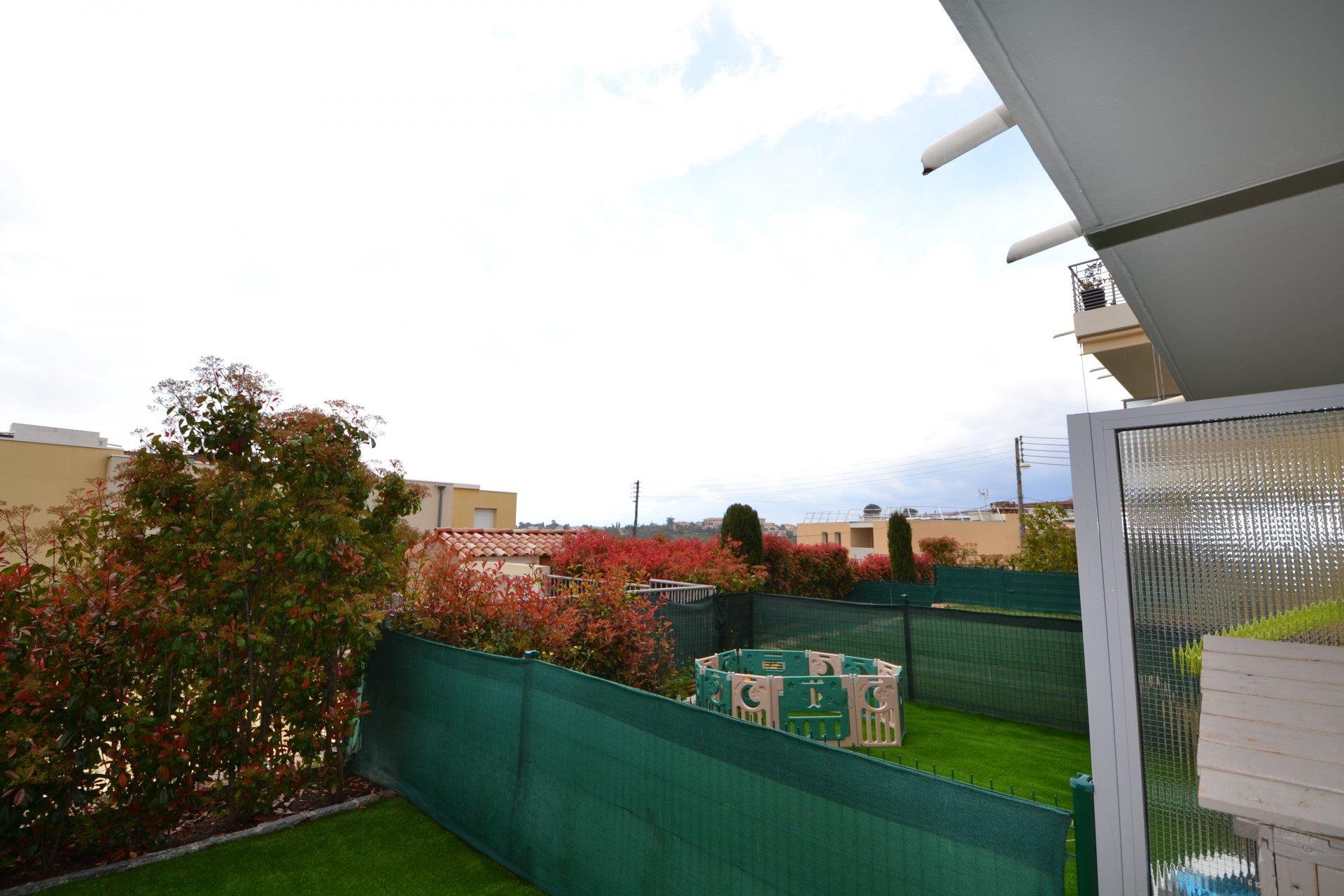 Trois-pièces rez-de-jardin immeuble récent