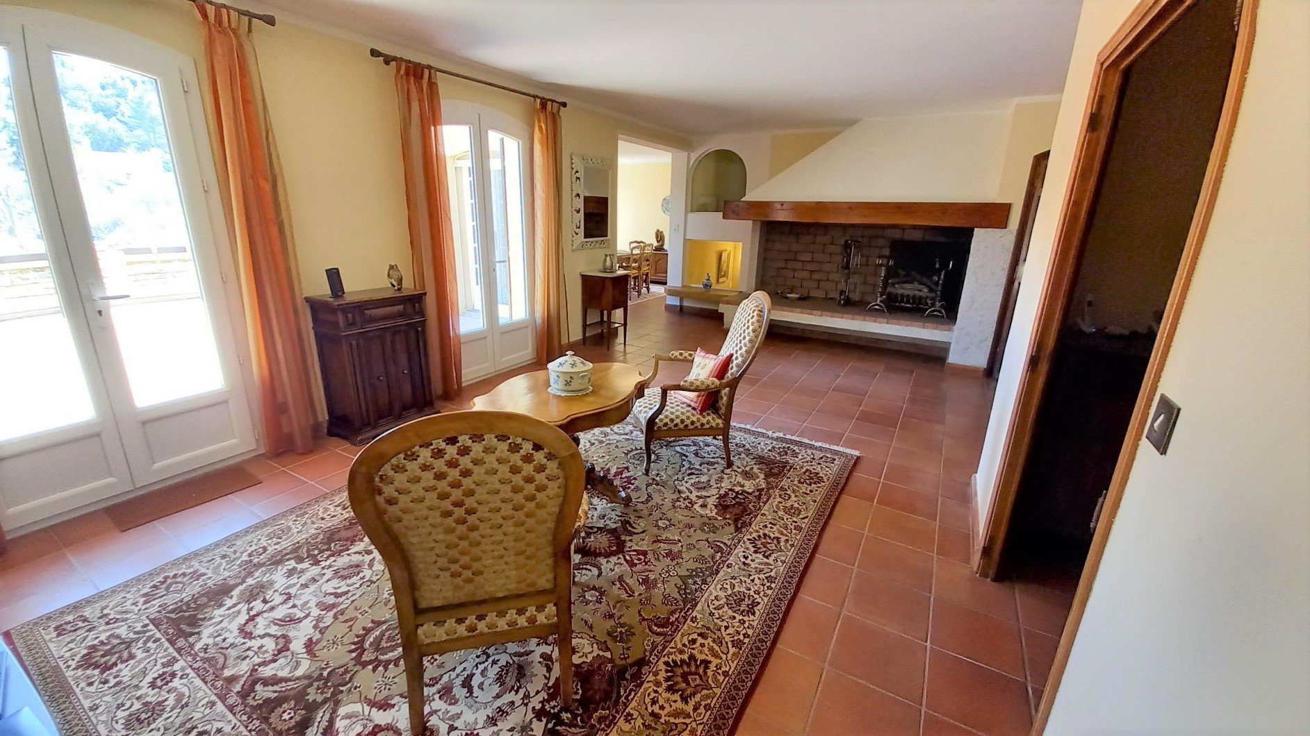Grande Villa 3-4  chambres. 2200m² de terrain