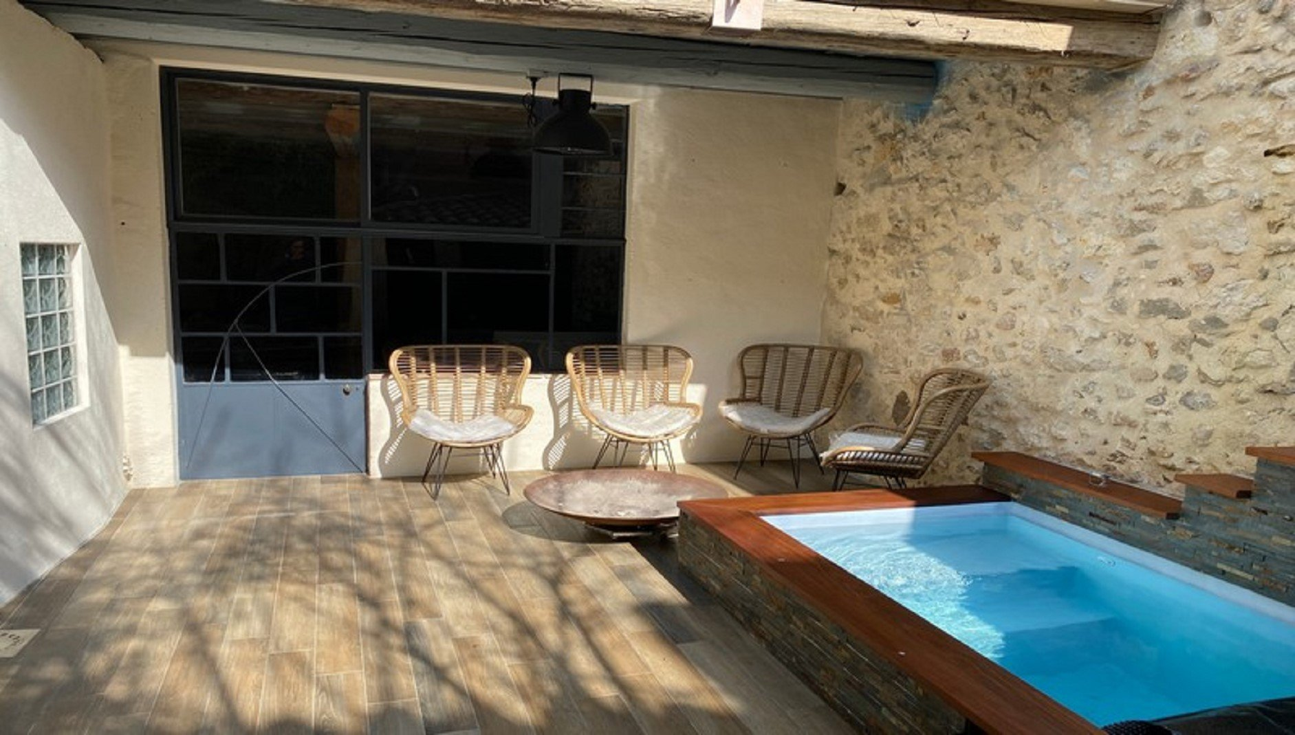 INTERESTING PROPERTY WITH GITE, GARDEN AND POOL