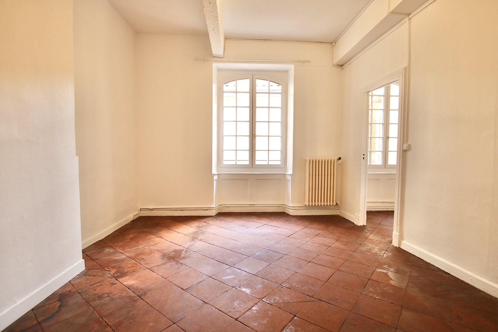 Appartement T3 avec terrasse - Place des Carmes 89m2