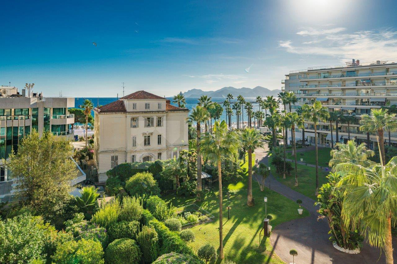 cannes croisette 2P 47 m2 panoramic sea view