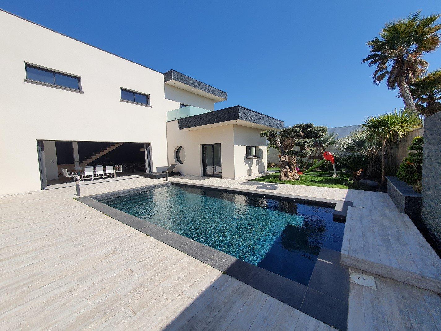 Villa contemporaine avec piscine