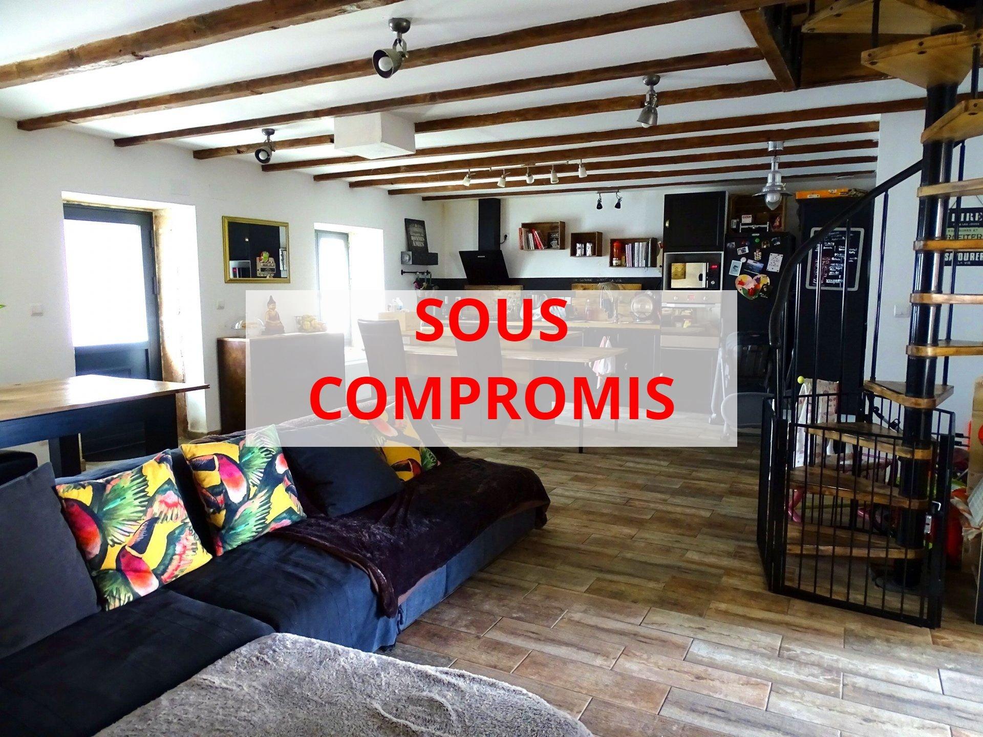 SOUS COMPROMIS Replonges, à proximité de toutes les commodités, écoles et commerces, découvrez cette belle maison soigneusement rénovée bénéficiant de prestations de qualité. D'une surface de 162 m², elle dispose d'une spacieuse pièce de vie de 50 m² avec sa cuisine neuve aménagée et équipée, d'une vaste suite parentale avec dressing et salle de douche de 50 m² également. A l'étage, le coin nuit offre 3 chambres, une mezzanine, une salle de bains avec douche et baignoire, et un toilette séparé. Un garage, un atelier et autres dépendances complètent ce bien. De belles prestations sont à noter: l'électricité et la plomberie ont été refaites, chaudière gaz à condensation, climatisation réversible, terrain clos de 700 m² environ, terrasse à l'abri des regards... A visiter sans tarder!! Honoraires à la charge du vendeur.