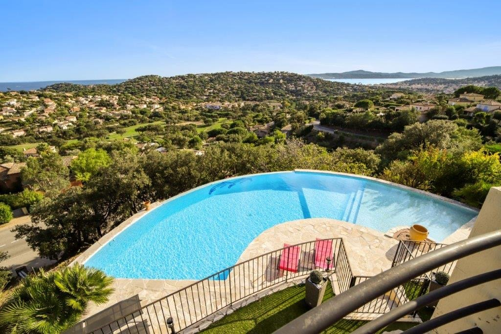 Sainte-Maxime-Beautiful villa  with panoramic views of the sea and hills