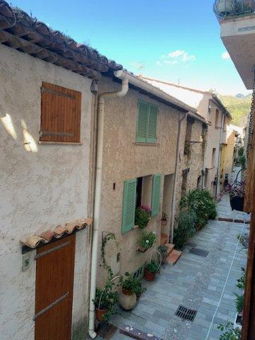 Location meublée à l'année- T3 traversant en rdc d'une bâtisse des années 1900- Village de Castellar