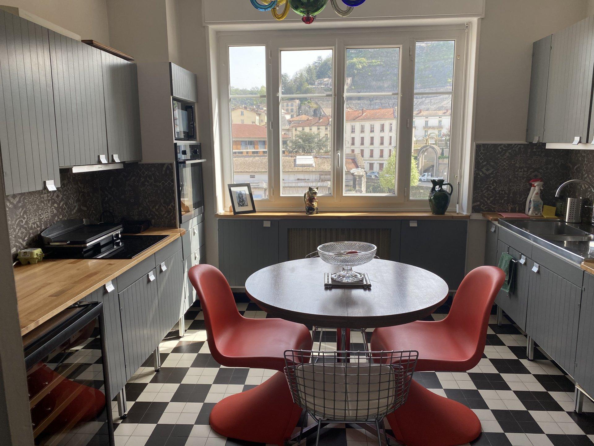 Appartement T3 traversant de 74.64m² avec balcon et cave