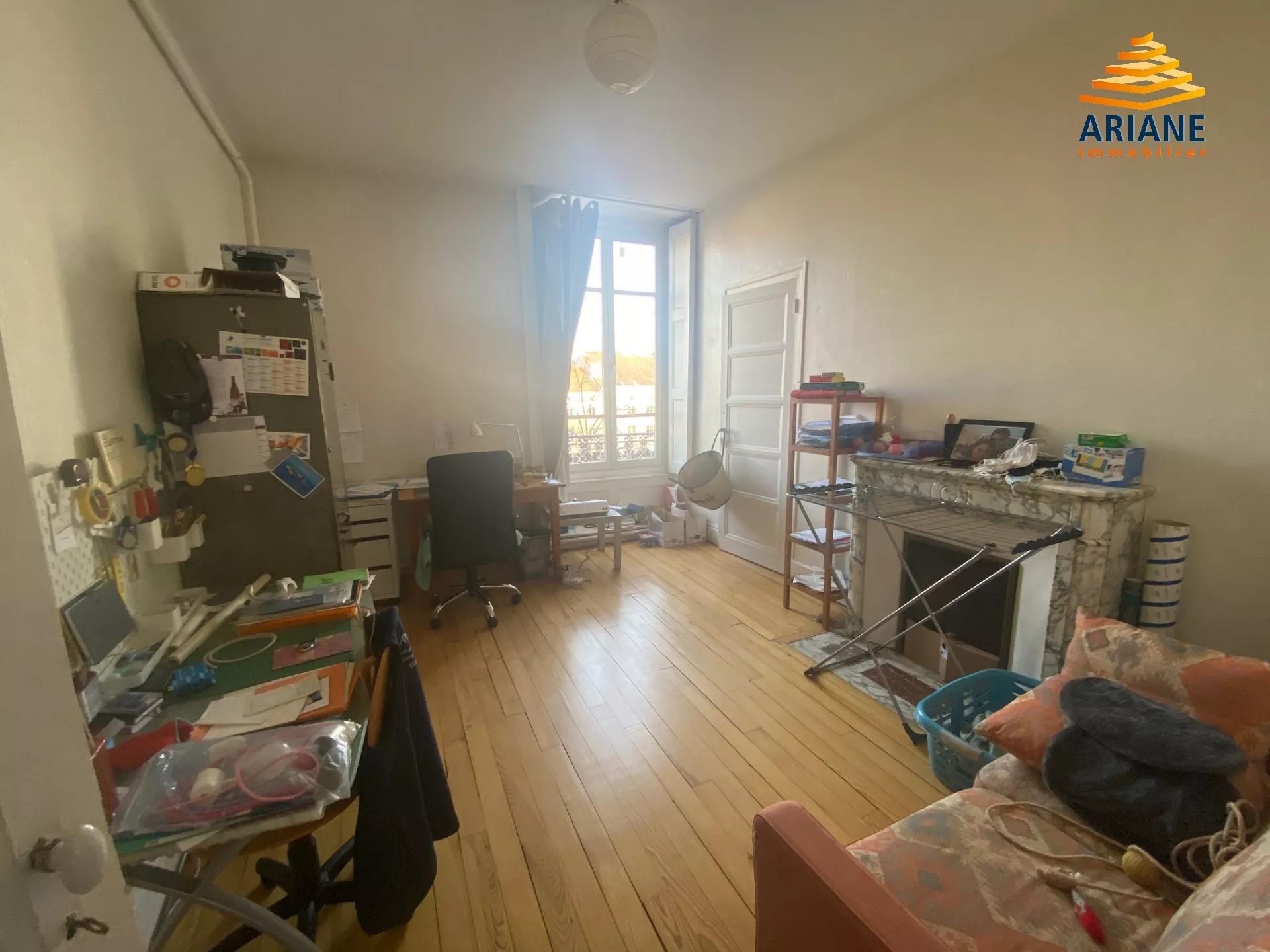 Appartement à vendre place de l'hotel de ville St etienne