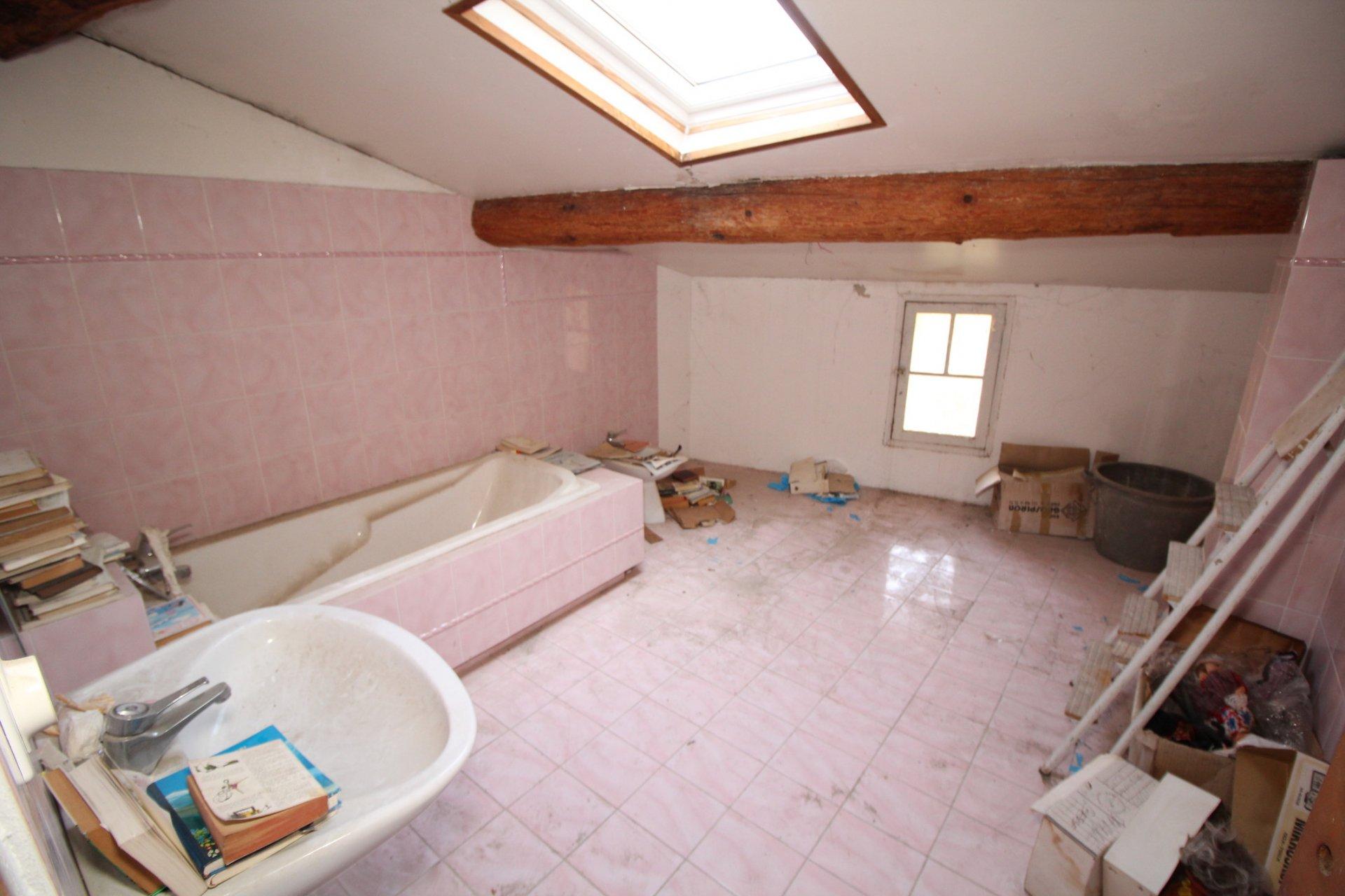 Maison de village à rénover - Besse sur Issole